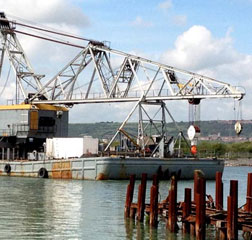 Floating Crane: 110ton Lift